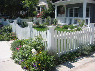 a picket fence is the right fence for different home styles