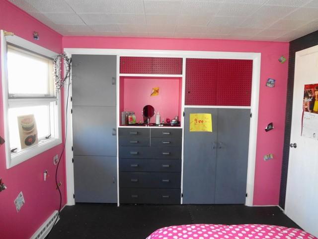 Donna's little 1957 mid-century Shangri-La eclectic-bedroom