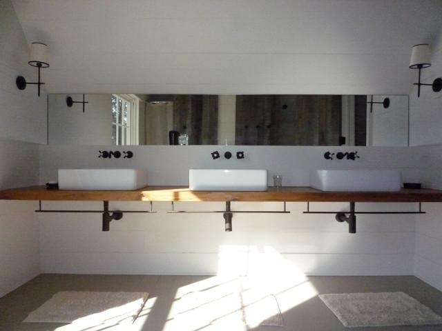 Farmhouse farmhouse-bathroom