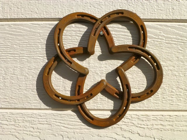 Horseshoe star wall hanger traditional home decor for How to decorate horseshoes