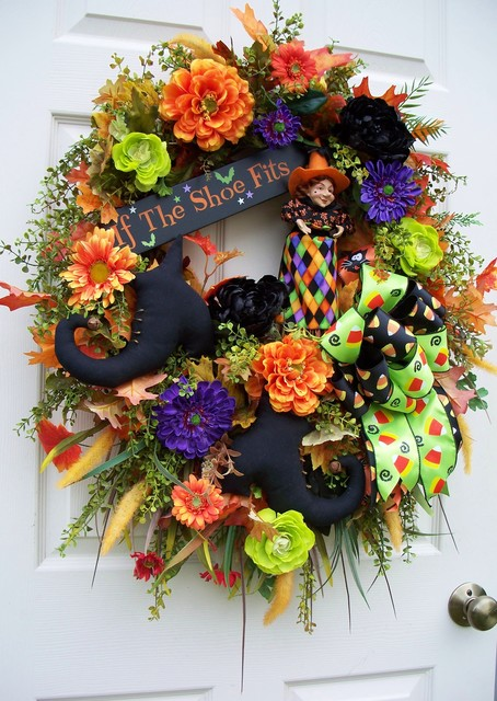 HALLOWEEN WITCH WREATH traditional-wreaths-and-garlands