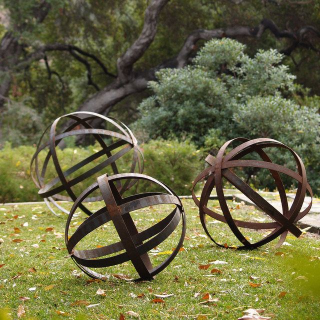 Iron sphere rusted in garden ornaments contemporary - Garden decor accessories ...
