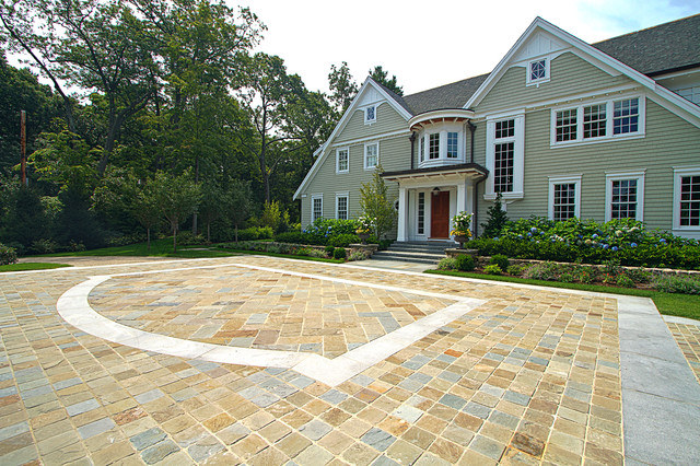 Driveway traditional-exterior