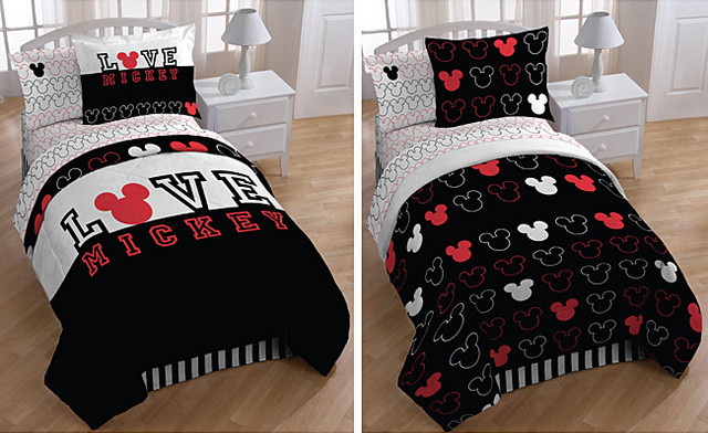 Mickey Mouse 'Love' Full-Size 7-Piece Reversible Bed-in-a-Bag With Sheet Set modern-kids-bedding