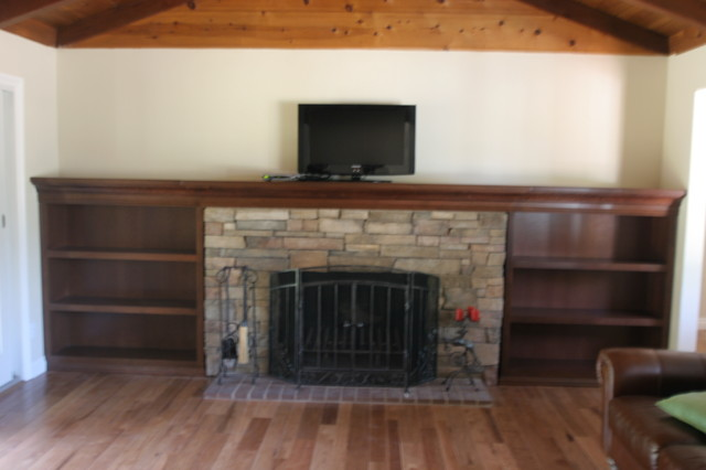 Mantel traditional-indoor-fireplaces