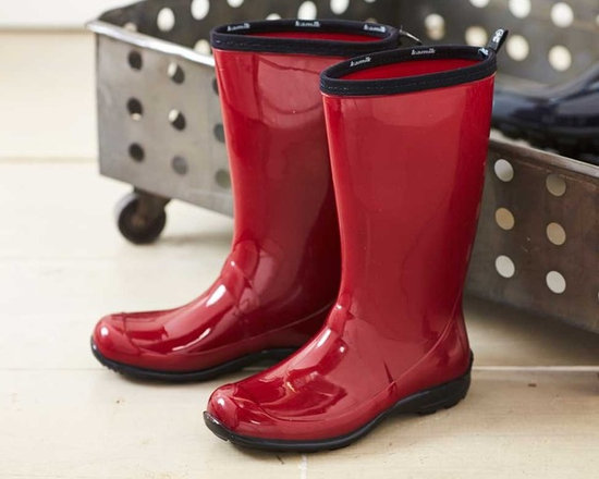 Viva Terra - Rain Boots - Raspberry (size 8) - Our glossy eco-friendly rain boots are made of plant-based, phthalate-free rubber in an effort to both save trees and keep you dry from mid-calf to toe. Go ahead and make a splash!