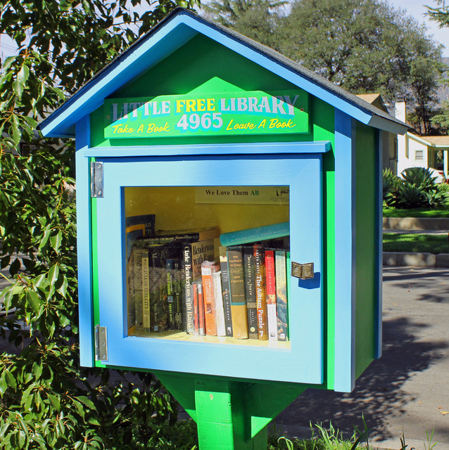 Tiny Yard Concepts To Make The Most Of A Little Room: Book It: How To Build A Little Library In Your Front Yard