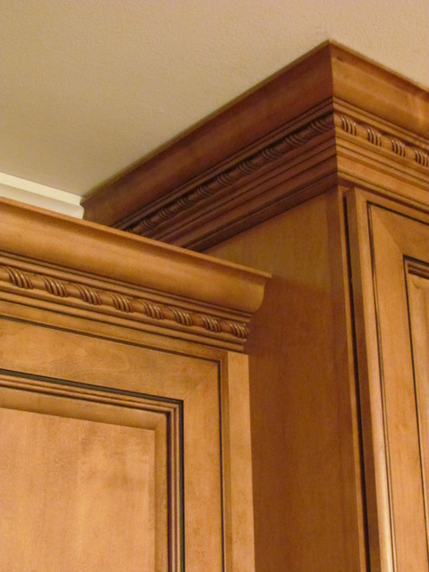 Kraftmaid jamestown maple deaton traditional Crown molding india
