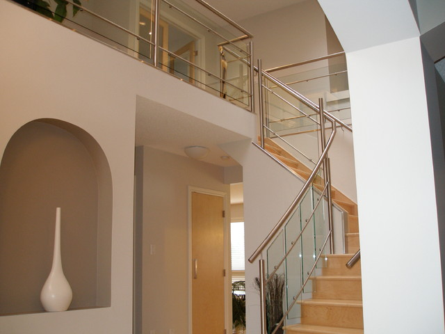 Horizontal Bars with Clips on Posts contemporary-staircase