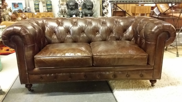 Vintage leather chesterfield sofa traditional sofas for Traditional couches for sale