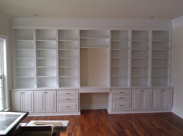 Bookcases and Built-Ins traditional-home-office