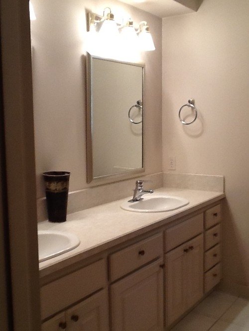 Ugly bathroom needs makeover!!