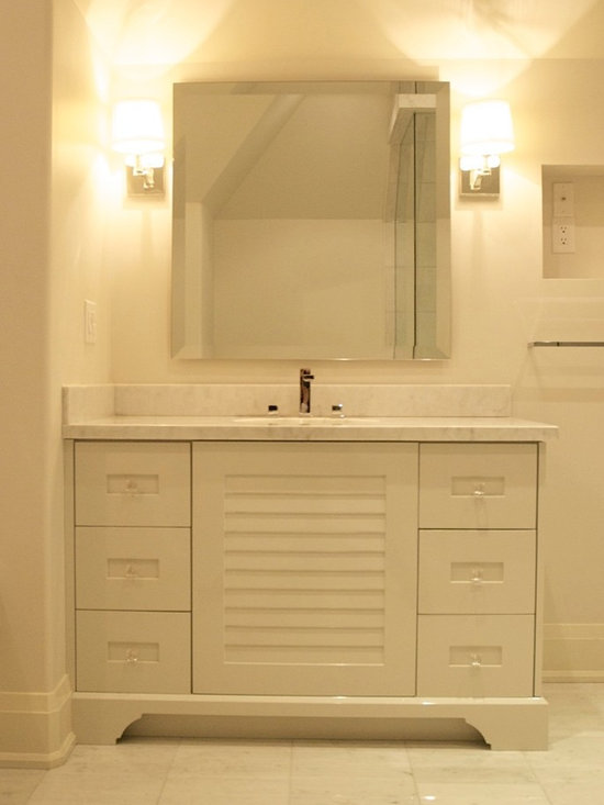 Modern white bathroom home design ideas pictures remodel for Bathroom cabinets townsville