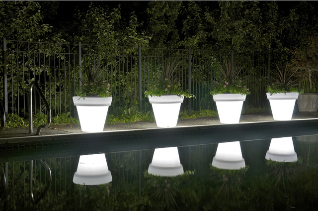 Rotoluxe Vazon Methuselah Planter modern-outdoor-planters