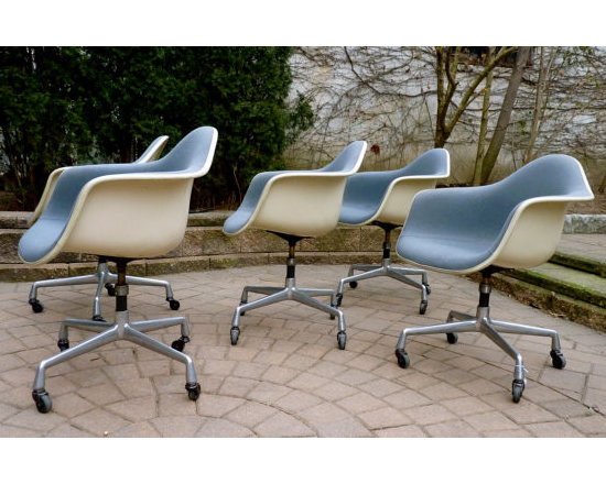 HERMAN MILLER EAMES CONFERENCE CHAIRS -
