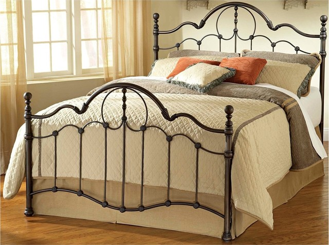 Traditional Hillsdale Venetian Bed Set (King) traditional-beds