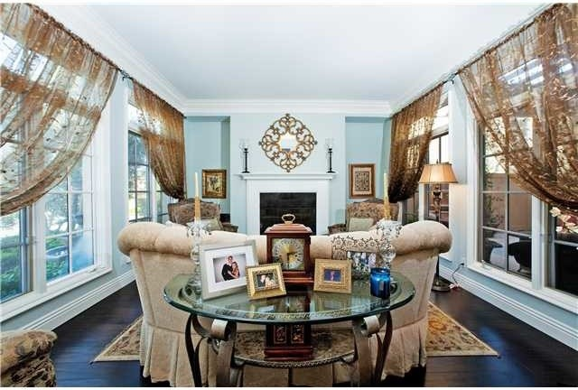 Seagrove traditional-living-room