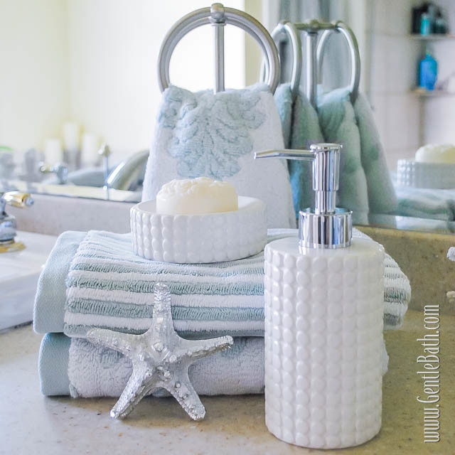 Star light star bright coastal style bath decor idea for Beach themed bathroom decor