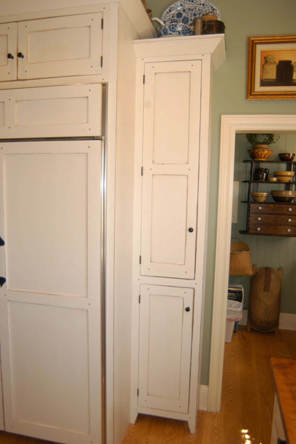 1890 Cottage Style Kitchen - Traditional - cincinnati - by The Workshops of David T. Smith