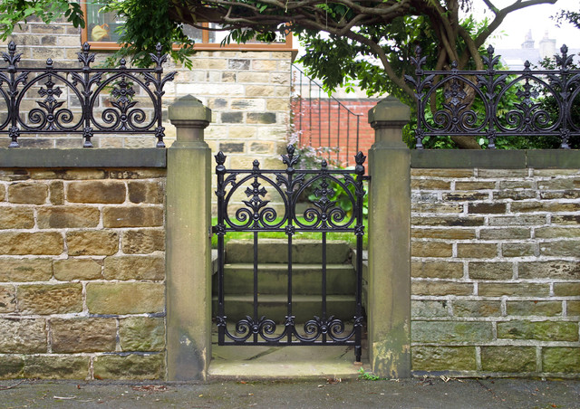 Heritage cast iron usa terrace garden gate traditional for Terrace fence