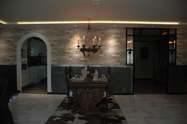 Livingroom 1400 - 2000th  century in the same room!?