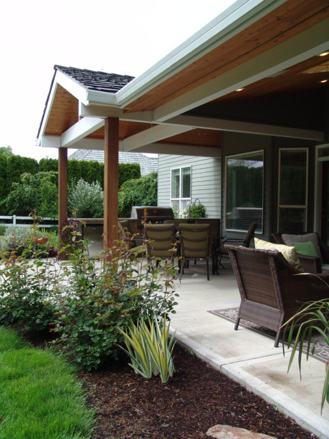 Outdoor Kitchens traditional-patio