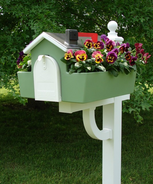 Classic Americana Mailbox Planter traditional-mailboxes