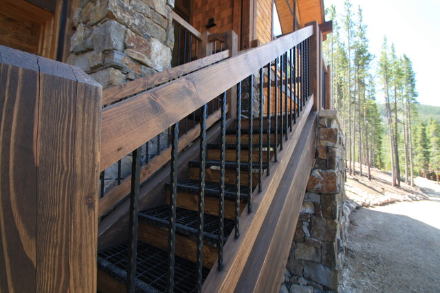 5 Bonanza Trail traditional-staircase
