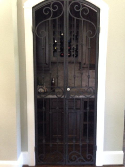 Like the enclosed wine cabinet and liquor cabinet, with lock.