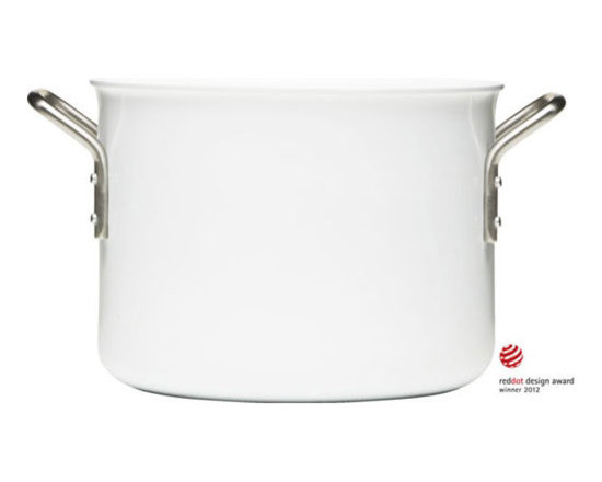 Eva Solo White Line 6.5 Qt. Casserole - The Eva Solo / Trio White Line Collection from Eva Solo is an incredibly robust range of cookware. The casseroles are induction compatible. The solid aluminium ensures perfect heat distribution and makes the cookware particularly good for boiling or frying. The hard ceramic coating in the pots is easy to clean, ensuring they retain their white color whatever sort of cooking the pot is used for.