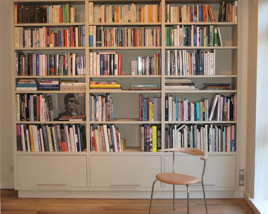 Painted bookcase, London, England - Fitted painted bookcase, photo by Jan & Steven.