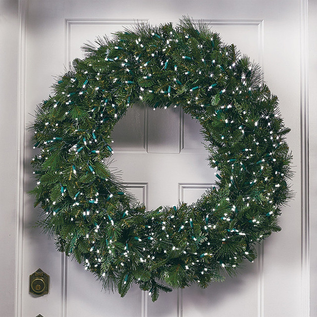Manhattan super bright led christmas wreath traditional for Led wreath outdoor