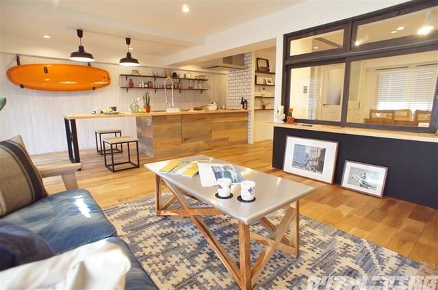 ... 【カリフォルニア工務店 EDITION】 beach-style-living-room