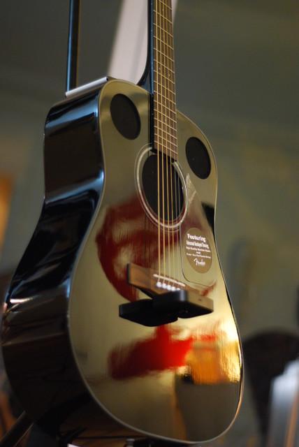 Dock guitar with speakers