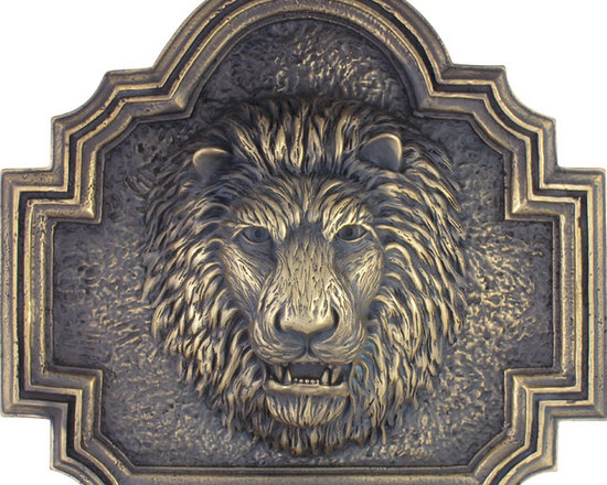 Metal finish Pool fountain spitter lion head on plaque