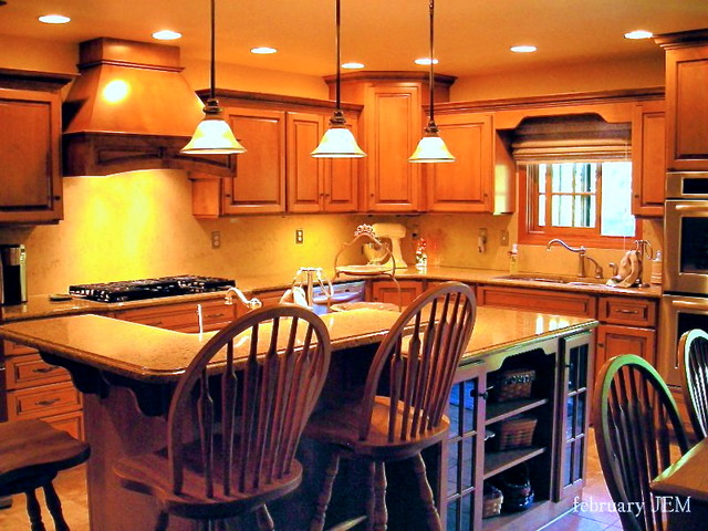 Traditional Maple, Honey & Chocolate Kitchen traditional