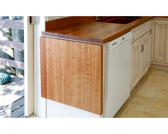 Cherry Countertop with Drainboard and Sink. Designed by Bill Bagnell..jpg - http://www.glumber.com/