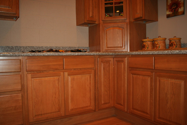 Cinnamon Oak Kitchen Cabinets Home Design traditional kitchen cabinets