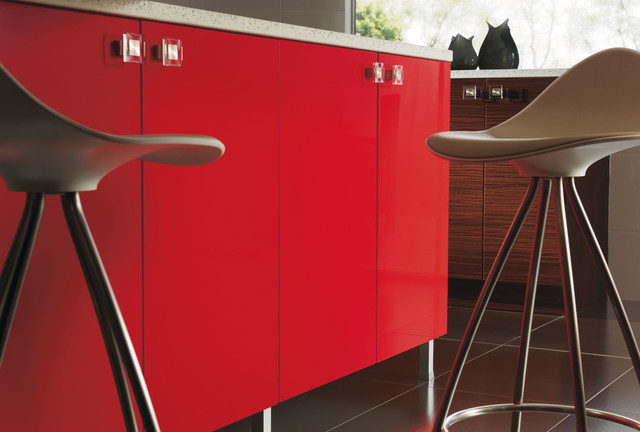 Kitchen craft aluminum legs contemporary kitchen for Kitchen cabinets with legs