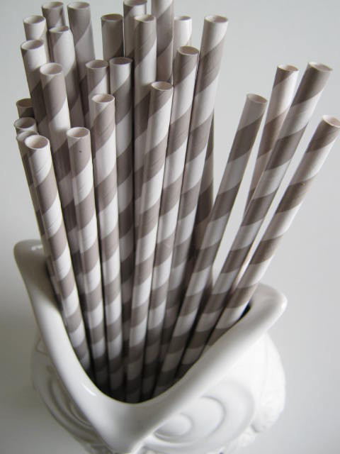 Set of 25 White/Gray Paper Straws by Comme Les Loups contemporary serveware