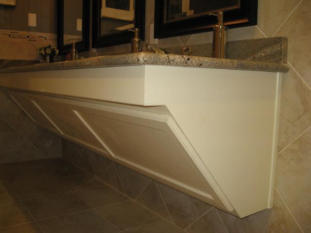 Full access vanity traditional-bathroom