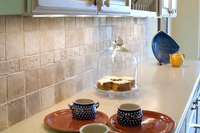 Backsplash in Taupe glaze traditional