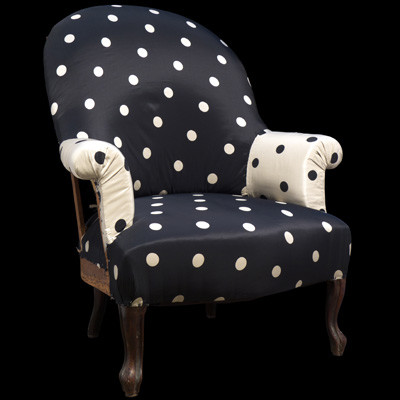 Simple roll-arm sitting chair traditional-chairs