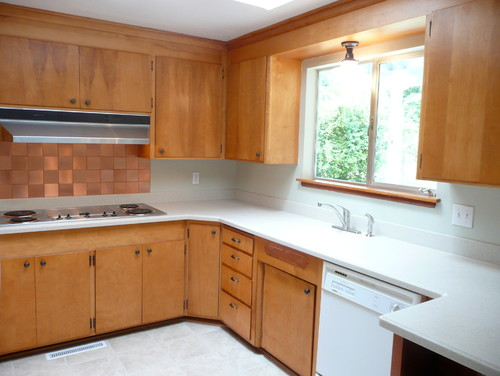 Any ideas it 39 s a 60 39 s kitchen ok space cabinets are nice for Kitchen design 60s