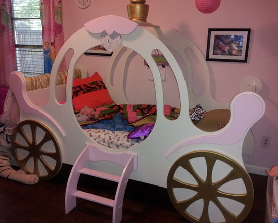 Child's Princess Carriage Bed - This small carriage bed is perfect for a young child with an knack for adventure. Transforms a room into a fantasy. Fits a twin size mattress. 8 - 10 weeks shipping.