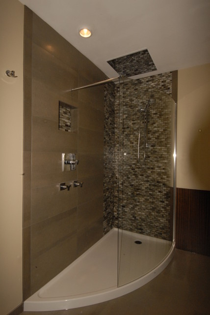 Curved shower and base contemporary