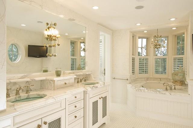 Watch Hill, RI traditional-bathroom