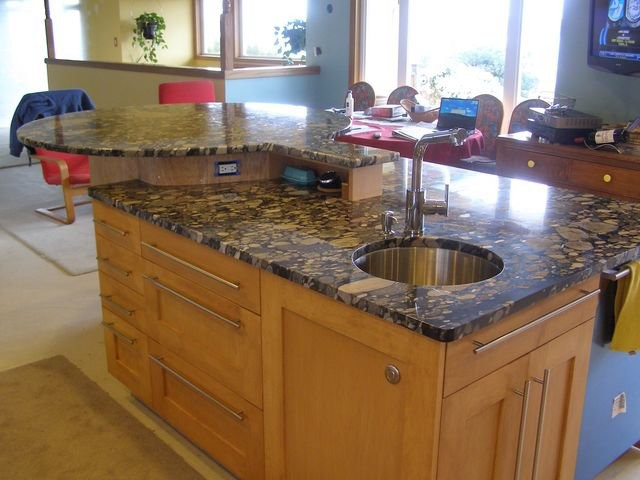 Granite modern-kitchen