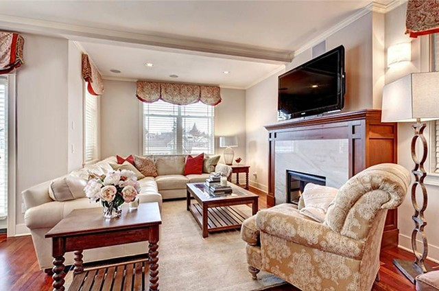 Queen Anne Glamour transitional-family-room