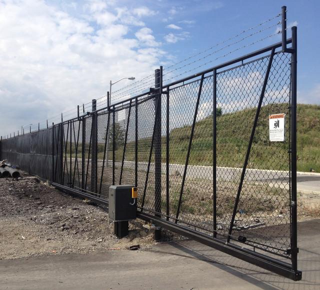Industrial chain link slide gate